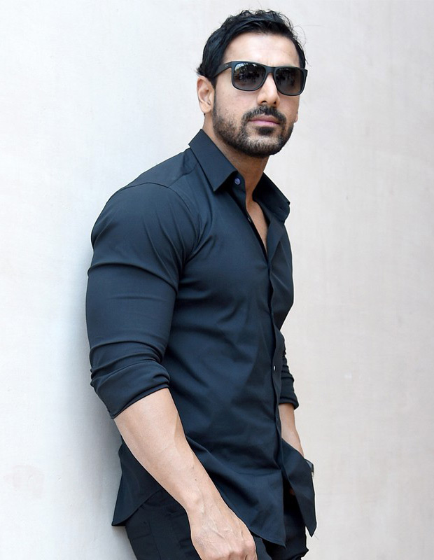 john-abraham-goggles-skin-tight-shirt-wide--wide-hd-wallpapers