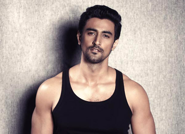 Kunal Kapoor comes to the rescue