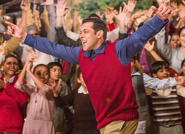 Salman Khan has been set a target of Rs. 400 crore by Aamir Khan for Tubelight and Tiger Zinda Hai