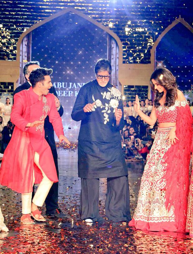 Watch Varun Dhawan and Alia Bhatt make Amitabh Bachchan groove on 'Mere Angne Mein' on a fashion runway1