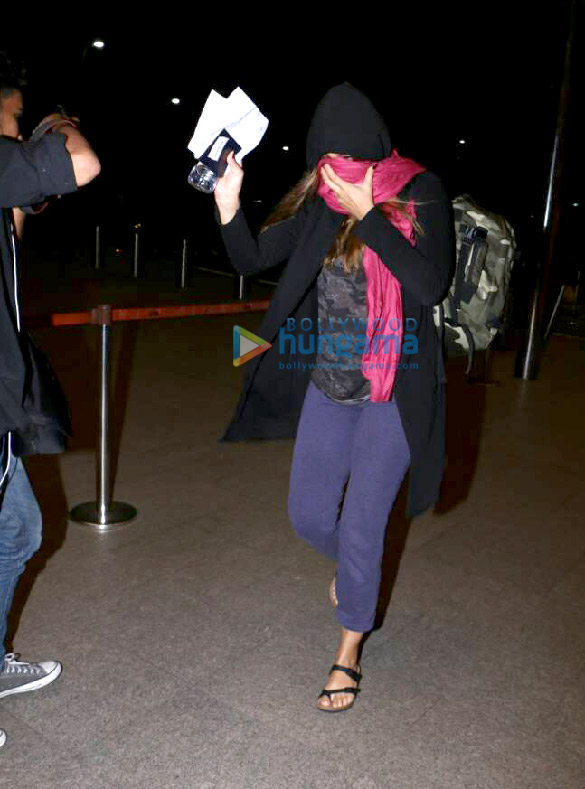 Caught red-handed This actress linked with Uday Chopra is hiding her face. Find out why!-2