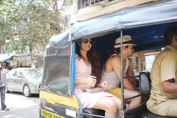 Check out Jacqueline Fernandez enjoys rickshaw ride with friends ahead of hosting Justin Bieber