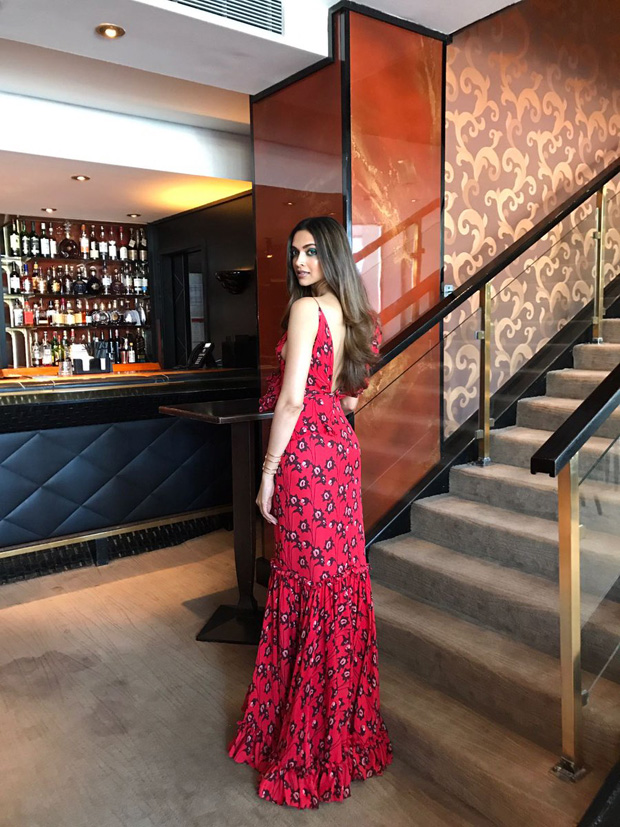 Deepika Padukone stuns in red gown at her first media interaction at Cannes 2017-2