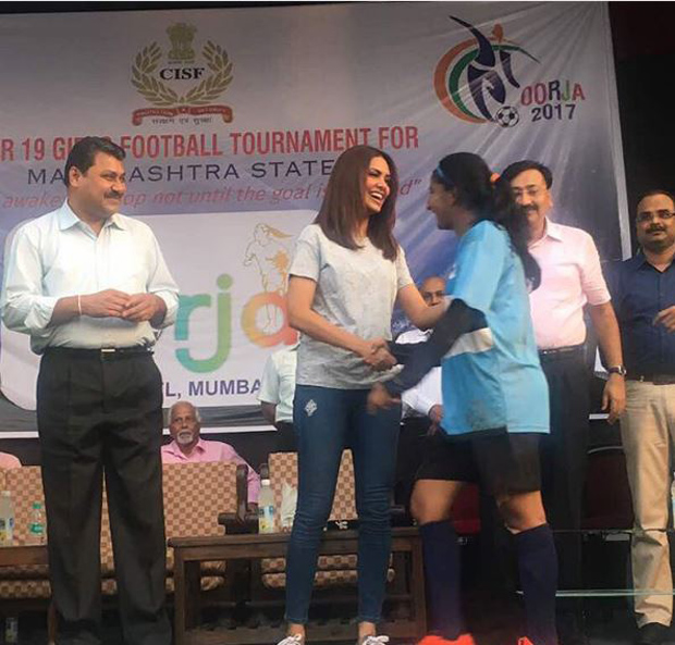 Esha Gupta supports female football players at a tournament-3