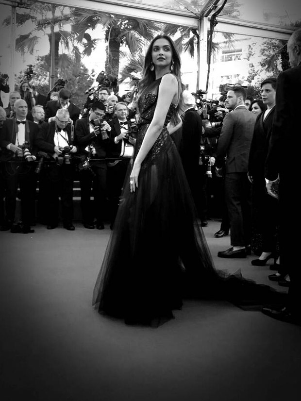 HOT Deepika Padukone looks exquisite in wine sheer gown at the red carpet of Cannes 2017-2