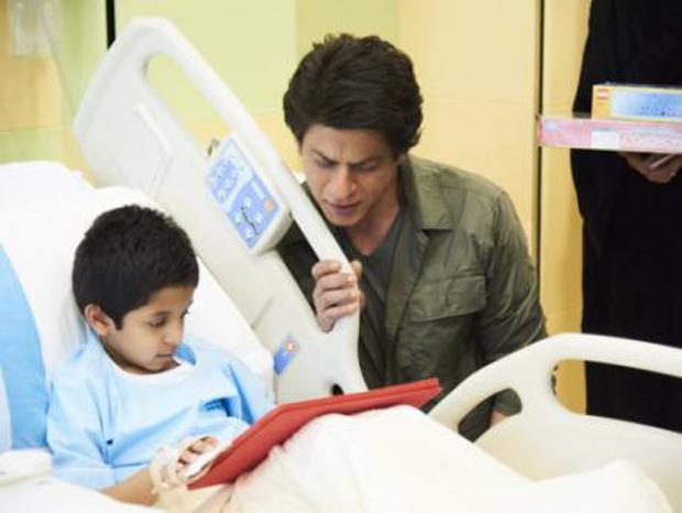 Shah Rukh Khan pays a surprise visit to a children's hospital in Dubai-2