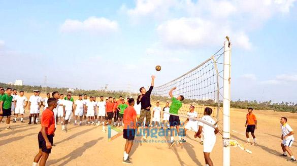 Spotted Akshay Kumar playing volleyball at INS Hamla in Mumbai