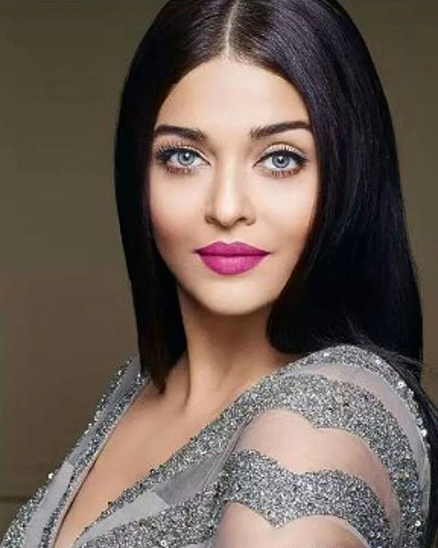 This glamorous look of Aishwarya Rai makes her a diva and we can't stop looking at it!