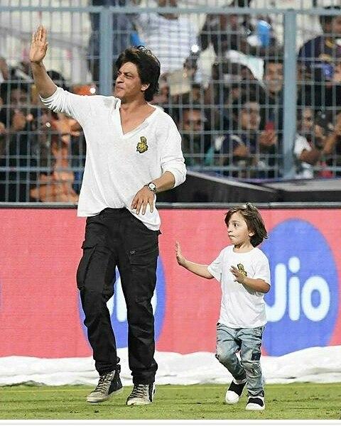 Watch Shah Rukh Khan and son AbRam Khan race post-Kolkata Knight Riders' loss at Eden Gardens 2