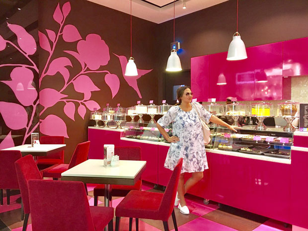 Pregnant Esha Deol was craving for sweets and this is where she landed