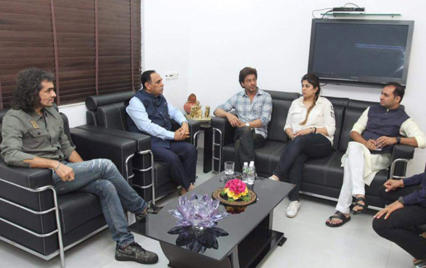Shah Rukh Khan met up with Gujarat's Chief Minister recently. Here's why!