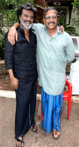 These photos of legends Rajinikanth and Nana Patekar hugging each other are breaking the Internet-3