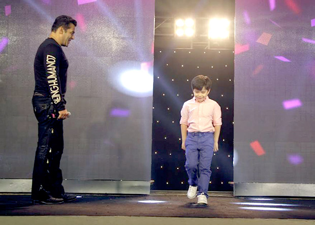 WATCH Salman Khan's little co-star Matin Rey Tangu shakes his leg on Radio song during Tubelight promotions-2