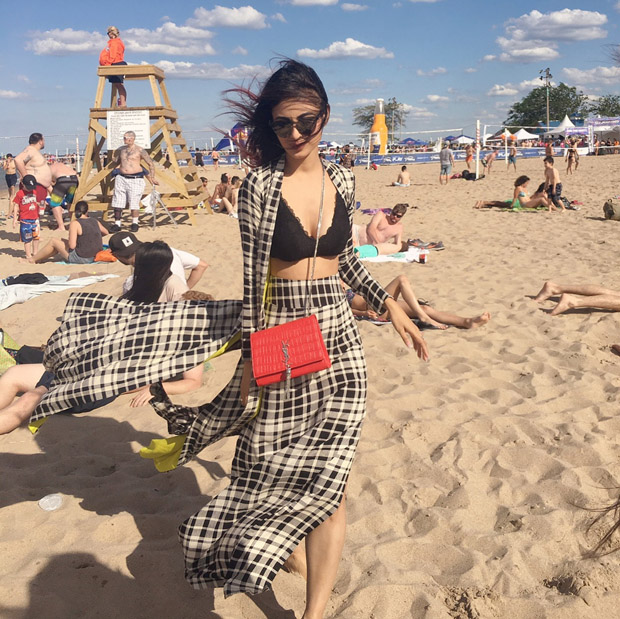 WOW! Mouni Roy looks hot chilling at the beach in this black bikini top (7)