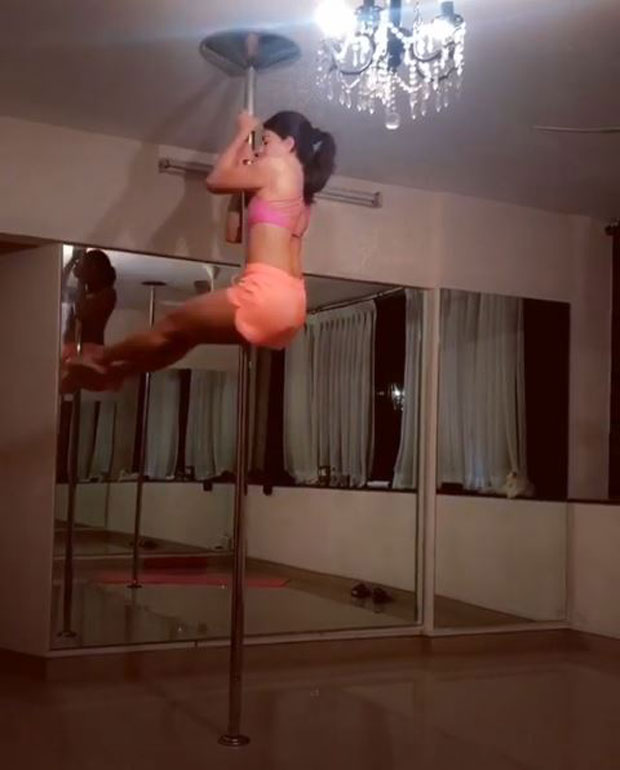 Jacqueline Fernandez's midnight pole dance will leave you wanting more-1