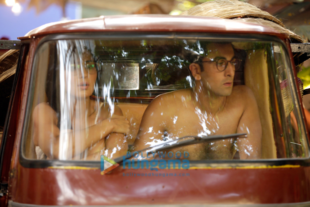 OMG! What were Ranbir Kapoor and Katrina Kaif doing in rickshaw naked! (2)