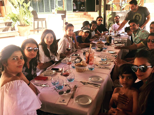 This picture of Malaika Arora and Arbaaz Khan dining with their family during their vacation is super-cute