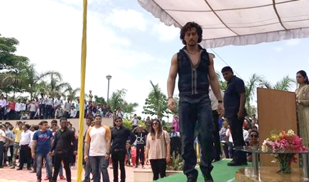 WOW! Tiger Shroff performed this stunt during film promotions on audience's request