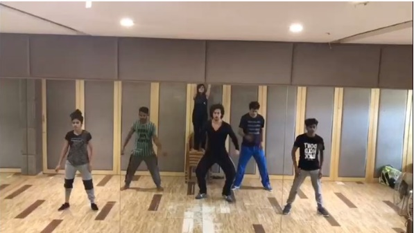 Watch Tiger Shroff shows off some smooth moves on Bruno Mars' 'That's What I Like'