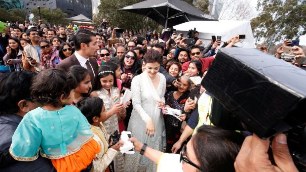 Aishwarya-Rai-Bachchan-becomes-first-5