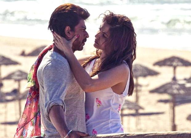 Shah Rukh Khan-Anushka Sharma have a SENSUAL kissing scene in Jab Harry Met Sejal