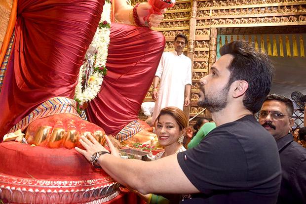 Check out Emraan Hashmi seeks blessings of Lalbaugcha Raja ahead of Baadshaho release