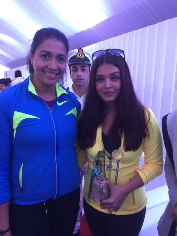 Check out Aishwarya Rai Bachchan graces the Mumbai Customs marathon2