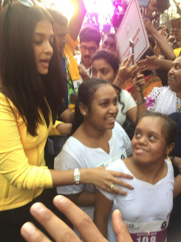 Check out Aishwarya Rai Bachchan graces the Mumbai Customs marathon3