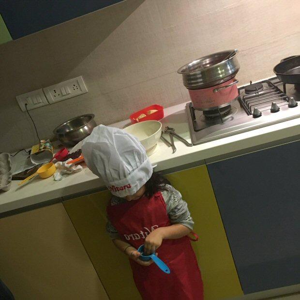 Check out Akshay Kumar- Twinkle Khanna's daughter Nitara turns Chef