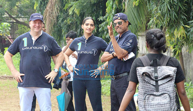Sonam Kapoor and Kapil Dev interact with the children of Magic Bus Foundation!-2