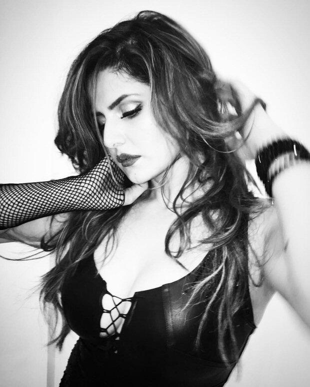 WOW! Zareen Khan looks super-hot in this black-and-white picture
