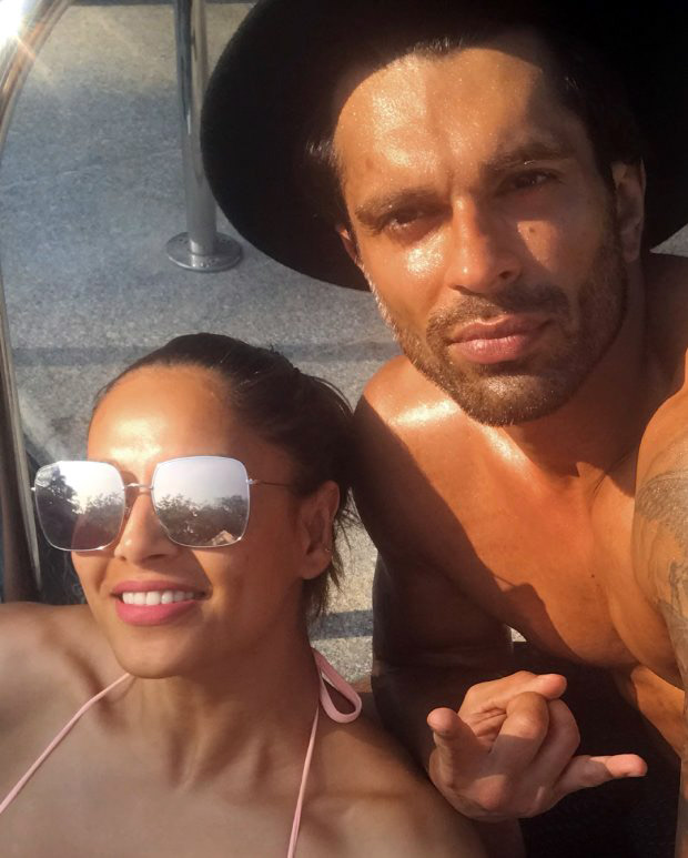 Bipasha Basu loves to flaunt her pink bikini and also her monkey love for hubby Karan Singh Grover (2)