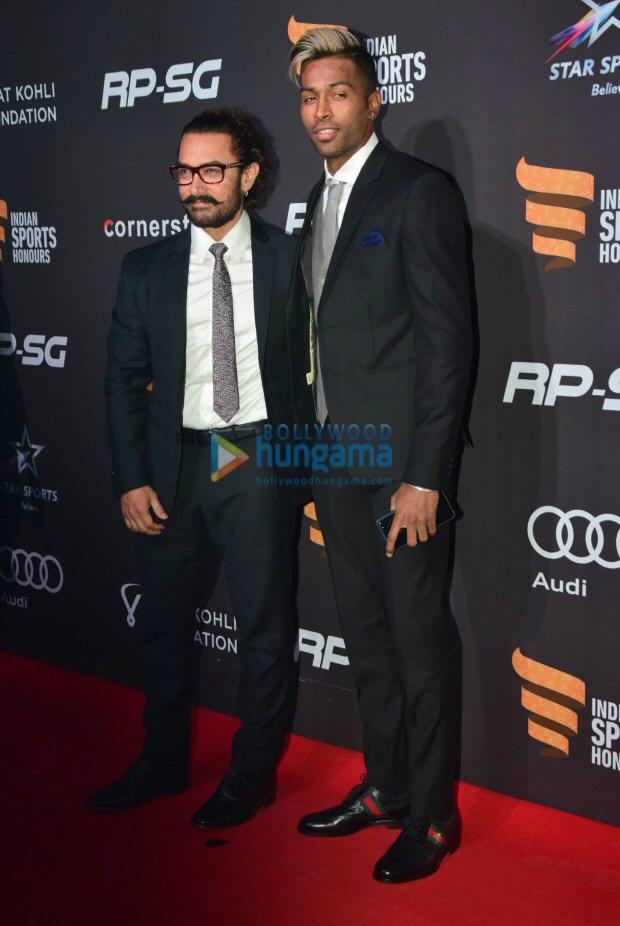 Check out Aamir Khan meets cricketer Hardik Pandya at Indian Sports Honours 20171