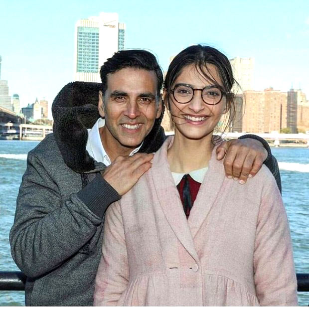 Check out Akshay Kumar and Sonam Kapoor wrap up Padman shoot in New York (1)