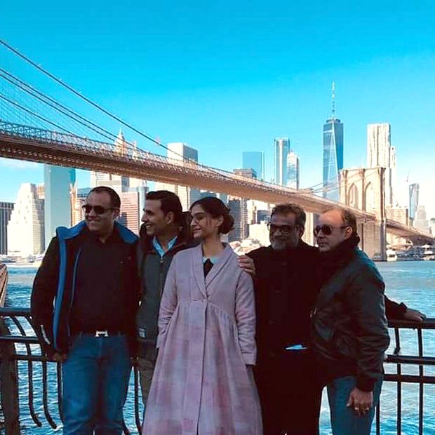 Check out Akshay Kumar and Sonam Kapoor wrap up Padman shoot in New York (3)