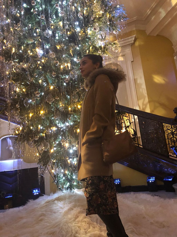 Check out Alisun and Christmas spirit in London