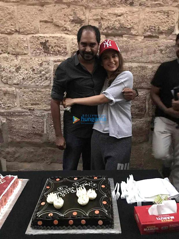Check out Kangana Ranaut celebrates director Krish Jagarlamudi's birthday on the sets Manikarnika