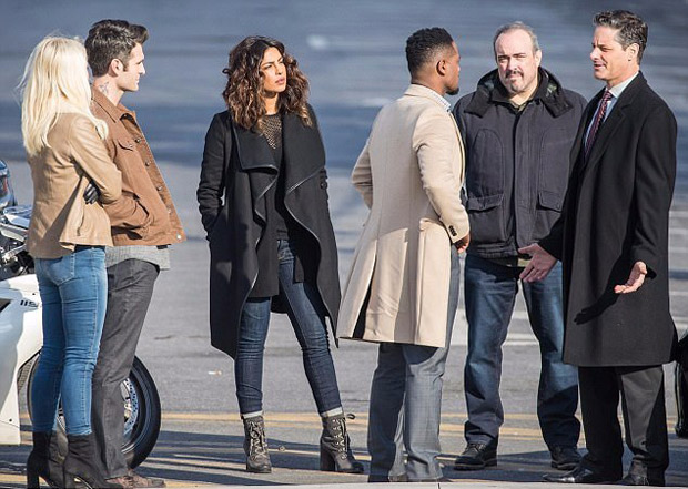 Check out Priyanka Chopra flaunts her new look while shooting for Quantico in NYC4