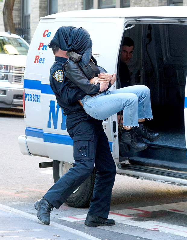 Check out Priyanka Chopra shoots a kidnapping scene for Quantico on the streets of NYC (3)