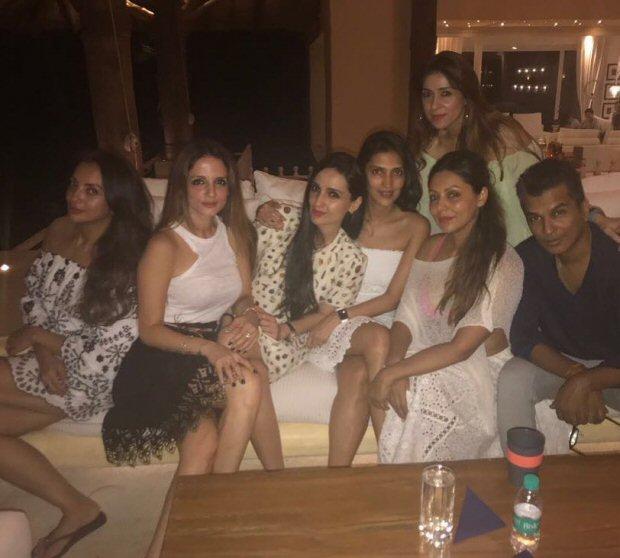 INSIDE PHOTOS Deepika Padukone, Katrina Kaif, Alia Bhatt, Karan Johar, Sidharth Malhotra and others at Shah Rukh Khan's grand birthday bash!-16