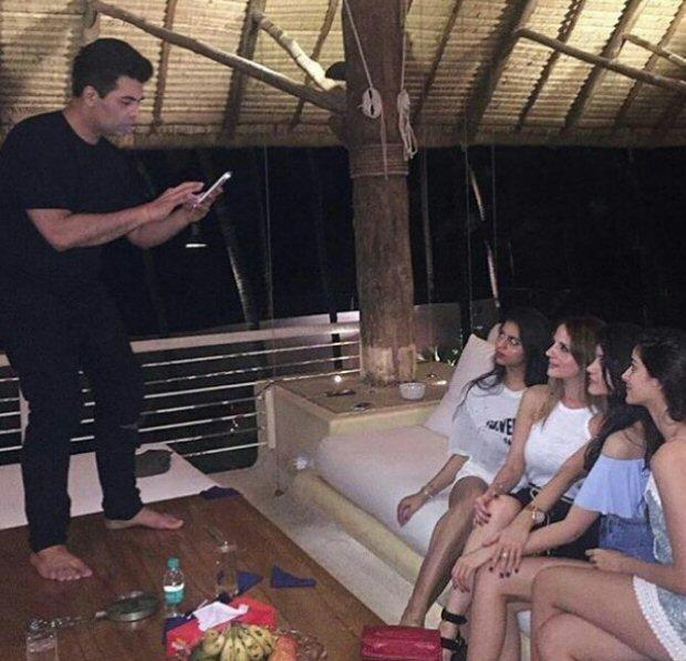 INSIDE PHOTOS Deepika Padukone, Katrina Kaif, Alia Bhatt, Karan Johar, Sidharth Malhotra and others at Shah Rukh Khan's grand birthday bash!-7