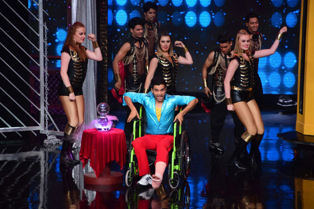 It was a riot on Lip Sing Battle with Hrithik Roshan, Kriti Sanon and Rajkummar Rao dancing together on stage (9)