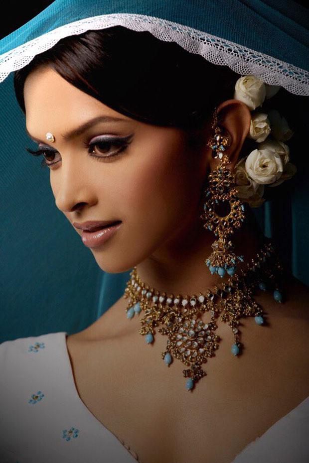 Shah Rukh Khan and 'Shantipriya' Deepika Padukone-4
