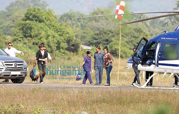 Shah-Rukh-Khan-leaves-for-Mumbai-from-Alibaug-wih-son-AbRam-Khan-3