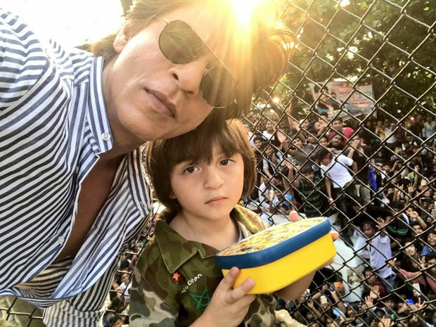 Shah Rukh Khan poses little Abram and a massive crowd on his 52nd birthday -1