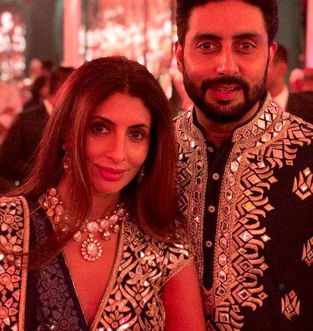 WOW! Amitabh Bachchan, Jaya Bachchan, Abhishek Bachchan, Aishwarya Rai Bachchan and Shweta Nanda attend a wedding and they all look regal! (4)