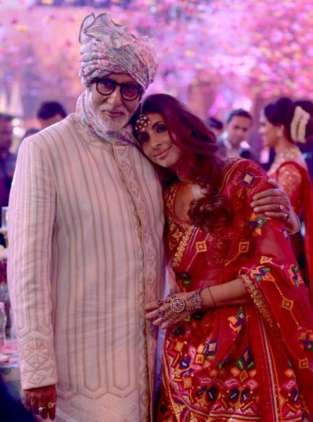 WOW! Amitabh Bachchan, Jaya Bachchan, Abhishek Bachchan, Aishwarya Rai Bachchan and Shweta Nanda attend a wedding and they all look regal! (9)