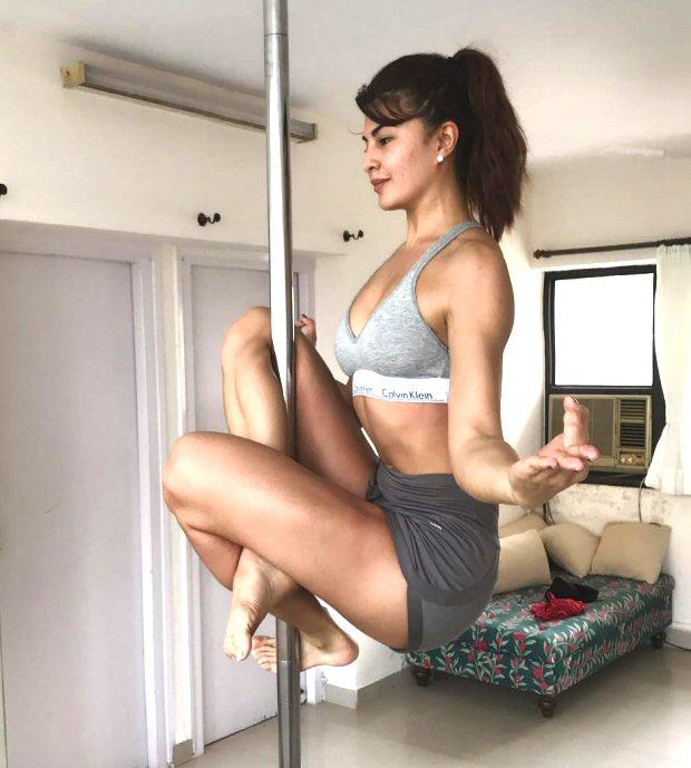 WOW! Hottie Jacqueline Fernandez balances on the pole like a boss