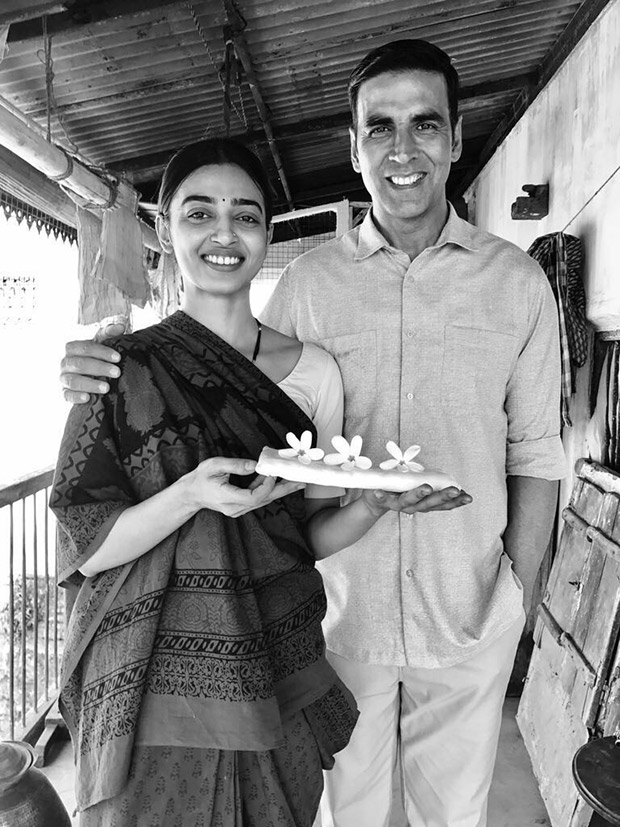 WOW! These two new stills of PadMan would surely make your day! (2)
