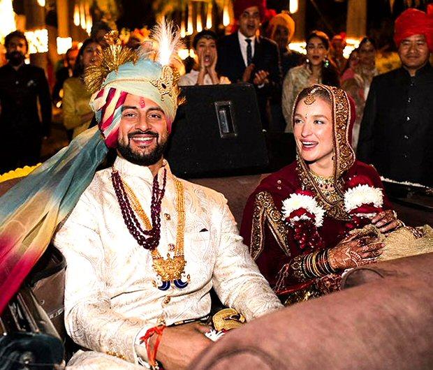 #2017Recap 10 Bollywood celebrities who had dreamy weddings in 2017-8
